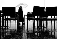 000164 (la_imagen) Tags: sw bw blackandwhite siyahbeyaz monochrome street streetandsituation sokak streetlife streetphotography strasenfotografieistkeinverbrechen menschen people insan yağmur rain regen bodensee laimagen lakeconstanze lagodiconstanza lagodeconstanza friedrichshafen