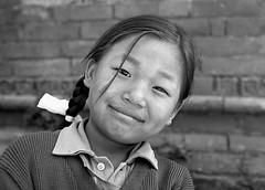 Pentax 645n Nepal HP5+ kid s (shakmati) Tags: ilford film hp5 bw ภาพเหมือน slr filma portra 肖像 ritratti portrét bild porträt портрет retrato portrait blanc blanco monochrome black white shiro negro nero street travel nepal kathmandu people pentax 645 645n 75mm medium moyen 120