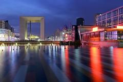 La Défense Paris am Abend (ploh1) Tags: ladéfense paris nachtaufnahme langzeitbelichtung wasser spiegelung himmel blauestunde architektur bauwerk sehenswürdigkeit grandearche hauptstadt frankreich stadtansicht metropole lichter beleuchtet