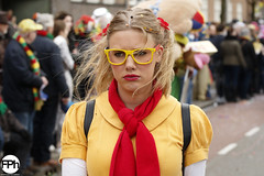 Prouty girl (Frankhuizen Photography) Tags: prouty girl groeëte rogstaekers optocht weert netherlands 2017 grote candid street straat portrair portret meisje vrouw woman lady colour color yellow glasses geel bril carnaval carnival vastenavond vastelaovond blond pigtails staartjes pruilmondje
