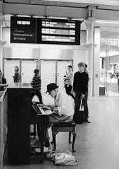 Piano Man - 19:30:52 (it_peedt) Tags: stpancrasinternational piano manandhispiano trainstation entertainment blackwhite bw london stpancras music