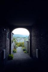 1997-06-22-0012.jpg (Fotorob) Tags: engeland steeg wegenwaterbouwkwerken woningenenwoningbcomplx weg eengezinswoning streetview analoog cumbria tunnel england kirkbylonsdale