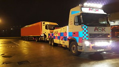 Volvo FH13 Recovering Loaded Artic Overnight (JAMES2039) Tags: volvo tow towtruck truck lorry wrecker heavy underlift heavyunderlift 6wheeler frontsuspend cardiff rescue breakdown night ask askrecovery recovery fh13 pn09juc pn09 juc merc mercedes atego artic tractorunit trailer