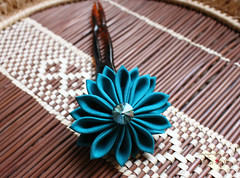 Teal Kanzashi Hair Pin (thea superstarr) Tags: kanzashi handmadeflowers hanakanzashi handmade hairflower hairaccessories theastarr