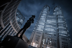 Tocho (ScottSimPhotography) Tags: tocho tokyo metropolitan government shinjuku 東京都庁舎 都庁 東京 night city cityscape evening japan japanese scifi starwars perspective low wideangle travel visit sightseeing trip statue warp skyscraper high building tall