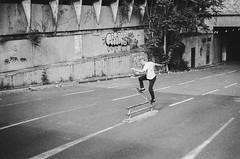 Quentin Peterman - Blunt (Hugo Bernatas) Tags: skateboard skate street light 35mm analog photography film blunt blackandwhite lyon travel grain pentax p30 urban life noiretblanc