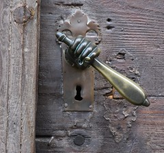 (:Linda:) Tags: germany bavaria franconia town bamberg fist doorhandle hand