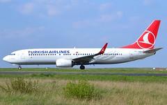 "TC-JVS, Boeing 737-8F2(WL), 60021 / 5911, Turkish Airlines, ""Güngören"", CDG/LFPG, 2017-04-03, Bravo loop, taxi to runway 09R/27L. (alaindurandpatrick) Tags: 600215911 tcjvs 737 737ng 738 737800 boeing boeing737 boeing737ng boeing737800 jetliners airliners tk thy türkhavayollari turkishairlines airlines cdg lfpg parisroissycdg airports aviationphotography"
