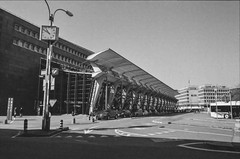 Analog: Lucerne Station Square (Phil_Meier) Tags: minolta x300 x500 x700 md mc sr rokkor 28mm mm f28 128 ilford xp2 super 400 iso asa black white monochrome c41 film 35mm kleinbild kleinbildformat analog photography analogphotographie analogfotografie schweiz suisse switzerland bahnhof bahn sbb cff ffs architektur architecture luzern