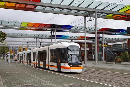 Linz_tram2_solarcity_lunaplatz_2016-10-29