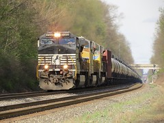 Norfolk Southern Chicago Line / MP 461 West (codeeightythree) Tags: ns norfolksouthernchicagoline norfolksouthernrailroad norfolksouthern railroad ethanoltrain tanktrain tankcars rollingprairieindiana rollingprairie indiana grade laportecountyindiana