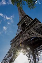 Tour Eiffel (lulo92) Tags: tower eiffel tour torre parigi paris architeture architettura city cityscape città travel viaggio romantic love big tall ferro iron sky cloud sun sole gold urban geometric geometico beauty nikon top nikontop