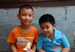 friends on a bench (the foreign photographer - ฝรั่งถ่) Tags: dscdec52015sony two boys friends seated khlong bang bua portraits bangkhen bangkok thailand sony rx100