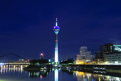 Rhine Tower (Jeroenolthof.nl) Tags: park blue night germany jeroen nikon harbour toren blu radisson hour hyatt dusseldorf sas hafen turm dsseldorf rhine rhein medien duesseldorf rijn duitsland d300 rheinturm medienhafen olthof wwwjeroenolthofnl jeroenolthofnl jeroenolthof httpwwwjeroenolthofnl