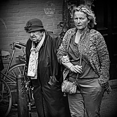 Mantelzorg (Iam Marjon Bleeker) Tags: holland amsterdam respect explore oldlady toppers jordaan bloemgracht womaninamsterdam mantelzorger harrywestertoren147v mochtditeigenlijknietplaatsenvanharry