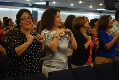 Servicio - 06/09/13 (Rudy Gracia) Tags: people music church de hands worship florida god miami south jesus crowd iglesia rudy christian spanish vida hollywood fl pastor praise gracia preaching cristiana segadores ruddy predica