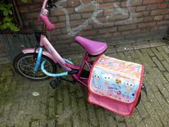 Little Bike (Quetzalcoatl002) Tags: pink cute bike bicycle kids little fietsje meisjesfiets