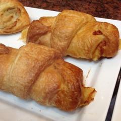 Chicken & Cheese Croissant | ครัวซองต์ไก่รมควันและชีส @ Au Bon Pain | โอบองแปง
