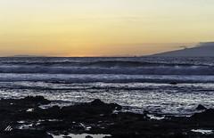 Luz de ocaso en Tenerife (letrucas) Tags: atardecer cielo tenerife olas canaryislands ocaso atlántico lagomera arona océanoatlántico lavas elhierro lasaméricas coladaslávicas costasurdetenerife leandrotrujillocasañas