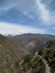 The 1700m descent to the Rio Pampas