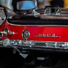 The ICON of Sport  Cars (*Capture the Moment*) Tags: 2017 300sl auto bokeh bokehleicalenses car design f14 farbdominanz fotowalk gear icon ikone leitzsummiluxm1475 matthias mercedesbenz munich münchen schalthebel sonya7m2 sonya7mark2 sonya7ii bokehlicious red rot