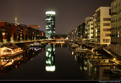 Westhafen @ Night, Frankfurt, Germany (JH_1982) Tags: westhafen tower reflection reflections cityscape urban city harbor harbour brückengebäude main fluss river boote boats nacht night nuit noche notte 晚上 夜 ночь glow glowing leuchten dunkel dark darkness light lights lichter licht hesse hessen germany deutschland allemagne alemania germania 德国 ドイツ 독일 германия beleuchtet beleuchtung frankfurter francfort fráncfort francoforte meno 美因河畔法兰克福 フランクフルト フランクフルト・アム・マイン франкфурт lumière luz 光 свет