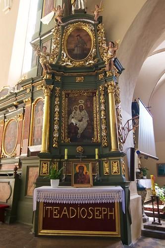 Ołtarz boczny południowy kościoła Wniebowzięcia NMP i św. Stanisława BM w Bodzentynie