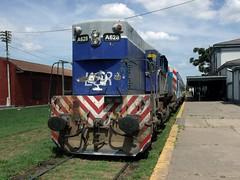 GR12 A628 esperando la vuelta a Merlo (El ñari) Tags: tren merlo lobos gr12 lgr linea sarmiento