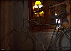 - Recuerdos - (Tomas Mauri) Tags: recuerdos puigdelabalmamura cataluna spain bicicleta puigdelabalmamuracatalunaspain memories bicycle luz light ventana window cristal crystal europa