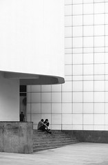 Richard Meier. MACBA #16 (Ximo Michavila) Tags: richardmeier macba ximomichavila blackwhite grey monochromatic bw lines urban city architecture museum archidose archdaily archiref barcelona cataluña spain building art modern people stairs