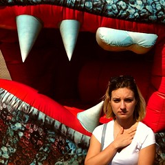 Jaws (Serivanov22) Tags: челюсти jaws entertainment park outside outdoor streetlife summertime summer sunny weather woman teeth dragon red