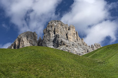 s45 (Alessandro Gaziano) Tags: alessandrogaziano valgardena altoadige sudtirolo landscape montagna panorama colori colors dolomiti dolomites dolomitiunesco unesco italia italy foto fotografia sassolungo sassopiatto