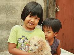 sister, brother, dog (the foreign photographer - ฝรั่งถ่) Tags: sister brother dog khlong thanon portraits bangkhen bangkok thailand canon kiss