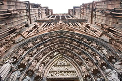 Cathédrale Notre-Dame de Strasbourg (franck.robinet) Tags: strasbourg alsace cathedrale church france porte door pov dof symetrie symmetry sculpture art architecture old
