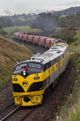 2016-10-30 SSR S317-GM27-GM10-S302 Sodwalls 8878 (deanoj305) Tags: rydal newsouthwales australia au ssr southern shorthaul railroad 8878 leigh creek coal wagon transfer train locomotive s317 gm27 gm10 s302 main west line nsw sodwalls