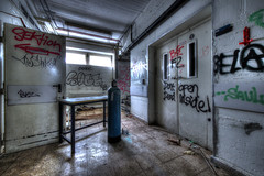 Don't open, dead inside ! (urban requiem) Tags: deadinside dont open dead inside urbex urban exploration urbanexploration urbanrequiem verlaten verlassen abandonné abandoned lost old decay derelict hdr 600d 816 sigma deutschland germany allemagne anatomie verfalls des anatomiedesverfalls anatomieb b school schule