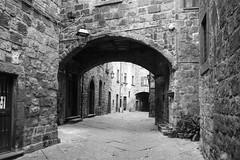 Viterbo (Criochi) Tags: viterbo italy italia bnw blackandwhite architecture village streetphotography street