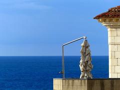 (MAGGY L) Tags: paysbasque dmcfz200 ocean horizon parasol angle ciel mer