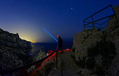 Fascination (Murphy13006) Tags: nuit sky night stars étoiles mer sea mediterranée mediterranean marseille sud paca poselongue lights longexposure europe extérieur eau etoiles roche paysage landscape calanque calanques france d7100 nikon blue bleu ciel water