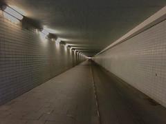 Krohnstiegtunnel (Ralf Muennich) Tags: tunnel symmetry symmetrie architecture architectur