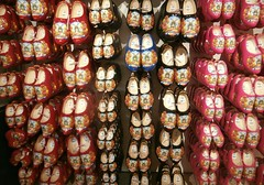 Wooden shoes in red, Monnikendam, The Netherlands (hjreitsma) Tags: wood wooden shoe shoes clog clogs traditional