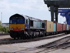 66418 at Fagbury Road Terminal Felixstowe 25 5 2013 (4) (pnb511) Tags: uk suffolk trains shipping freight containers freightliner class66 intermodal felixstowedockandrailwaycompany railmountedgantrys