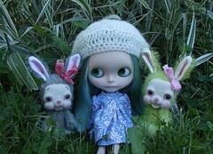Pixie Fae and the bunnies (Carolly Carolly) Tags: bunnies blythe violetpie simplyguava piparrotcustom
