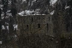 Burgruine - Ruine der Burg bei Blausee im Kandertal im Berner Oberland im Kanton Bern in der Schweiz (chrchr_75) Tags: chriguhurnibluemailch christoph hurni schweiz suisse switzerland svizzera suissa swiss kantonbern chrchr chrchr75 chrigu chriguhurni 1402 februar 2014 hurni140215 februar2014 burg burgruine castillo ruine ruin ruïne руины rovina ruina mittelalter geschichte history wehrbau frühgeschichte burganlage festung albumschweizerschlösserburgenundruinen albumburgruinenkantonbern bärn sveitsi sviss スイス zwitserland sveits szwajcaria suíça suiza