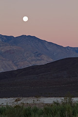 Saline Valley Morning (matthewkaz) Tags: moon moonset sunrise inyomountain mountains deathvalley salinevalley desert california 2014