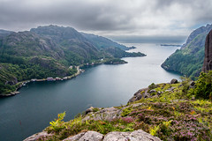 Fjordlanschaft_Norwegen (b.stanni) Tags: wasser water wandern wolken berge berg rock urlaub outdoor summer ufer idylle licht light himmel fjord fels landschaft landscape lake clouds natur nature norge norwegen norway mountains mount m