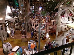 Looking down on the lower level gift shop floor (l_dawg2000) Tags: 2015 2015opening apparel arena basspro bassproshops boating camping downtown downtownmemphis familyoriented fishing food freestandingelevator fudge fudgemakingshop glasselevator greatamericanpyramid hunting memphis neon neondécor observationdeck pyramid retail retailrecycle retaurant sports sportsarena tshirts tennessee unitedstates usa