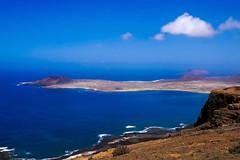 From Lanzarote to La Graciosa (simonturkas) Tags: lanzarote lagraciosa canaryislands islascanarias travel wanderlust latituddevida latitudeoflife