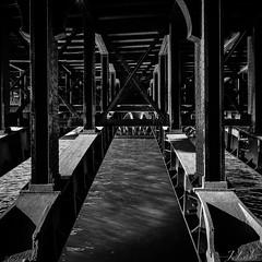Sous le pont (ju.labs) Tags: canon canon70d 1018 paris pont bridge france 75 monochrome mono noiretblanc black blackandwhite perspective grandangle seine