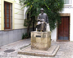 A statue of Maimonides, Córdoba, Andalucía, Spain (Spencer Means) Tags: bronze square maimonides córdoba cordova andalucía andalusia spain spagna espagne españa moses ben son maimon rabbi philosopher astronomer sephardic jew jewish sephardi